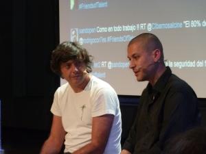 El escritor Andrés Barba (izquierda) junto al cineasta Rodrigo Cortés (derecha)